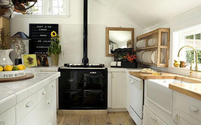 Кухня в скандинавском стиле с чёрной плитой