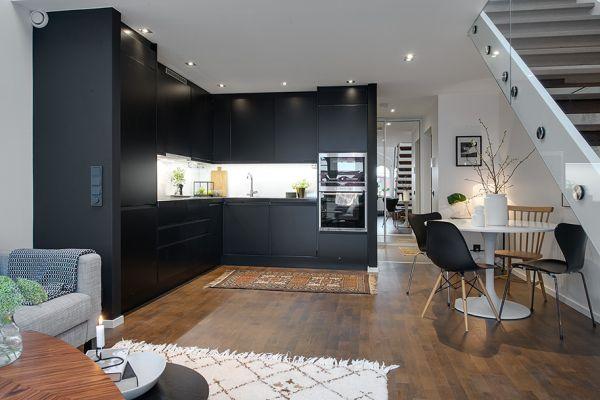 Стильная чёрная кухня