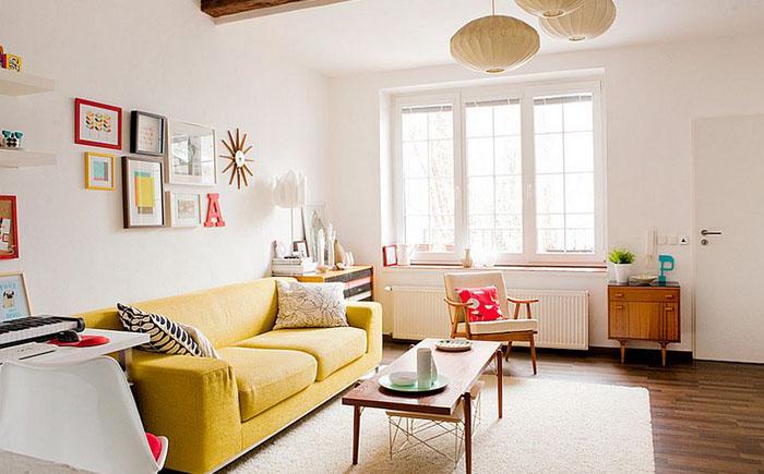 Жёлтый акцентный диван в  интерьере от Jan Skacelik