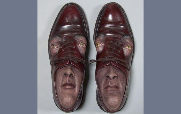 Лицо в обуви