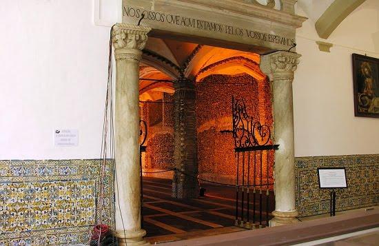 Часовня костей, Эвора, Португалия