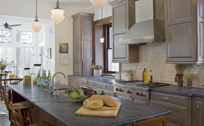 Какой кухонный фартук подобрать к стеатитовой столешнице: 10 вариантов выбора