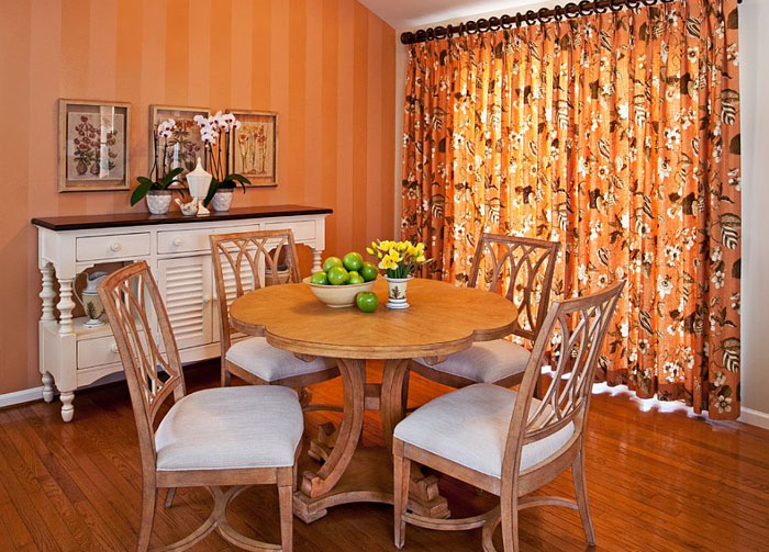 Фейерверк красок: стильная столовая в оранжевых тонах