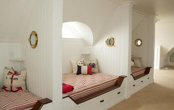 Интерьер спальни в пляжном стиле от Kirby Perkins