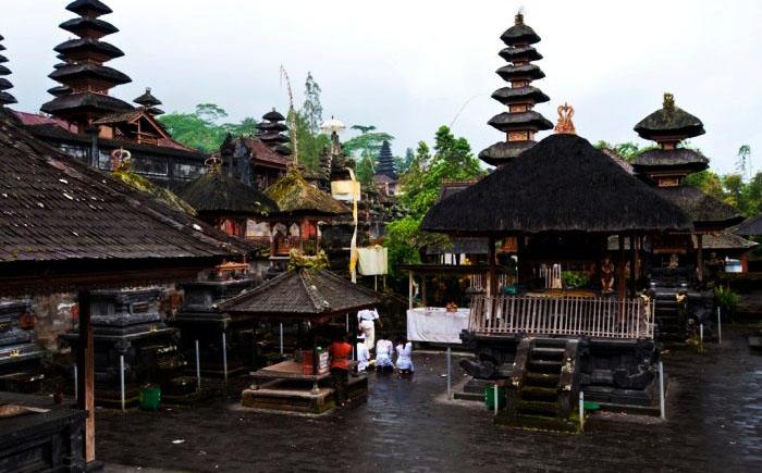 Пура Бесаких, Бали, Индонезия