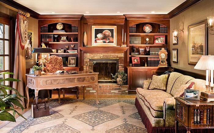 Роскошный домашний офис со встроенными шкафами