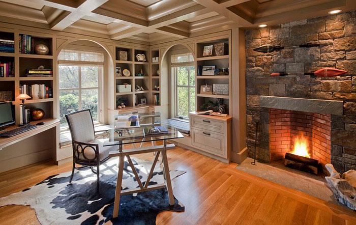 Домашний офис с каменным камином