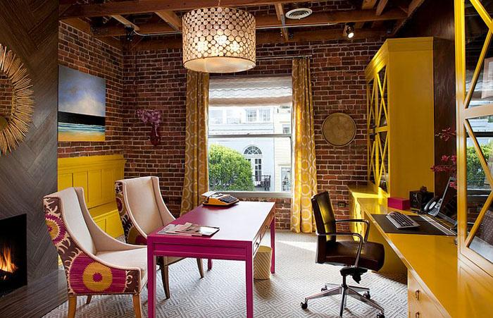 Яркий интерьер домашнего офиса от Artistic Designs for Living