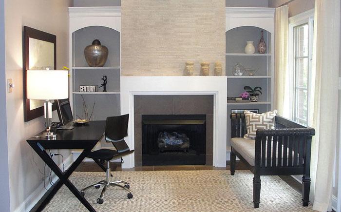 Небольшой домашний офис с камином от Rebekkah Davies Interiors + Design
