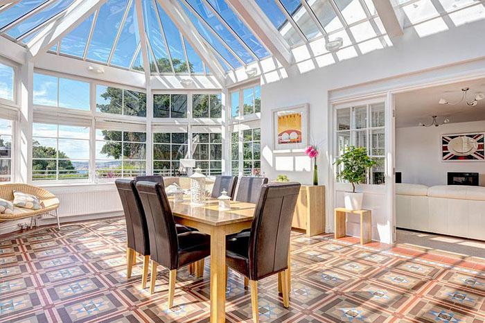 Максимум солнца через стеклянную крышу