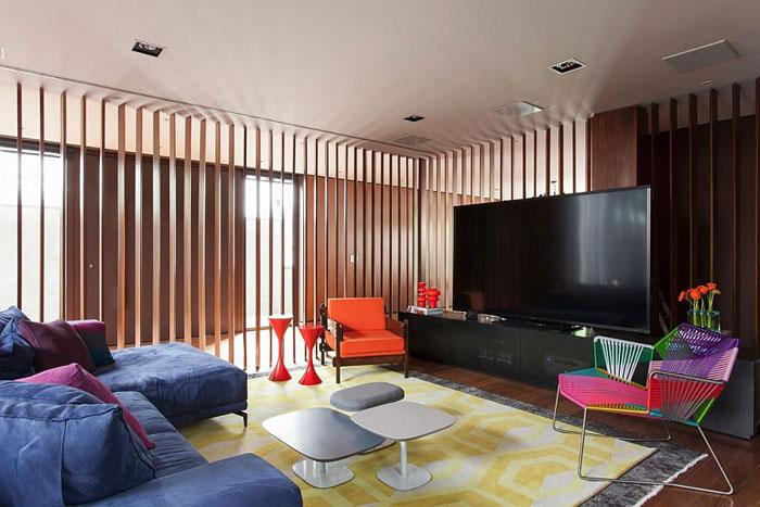 Зона для просмотра телевизора в гостиной от Suite Arquitetos