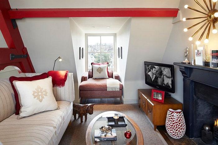 Зона для просмотра телевизора на чердаке от Naomi Astley Clarke