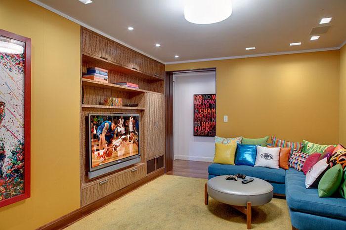 Яркая зона для просмотра телевизора от InnerSpace Electronics