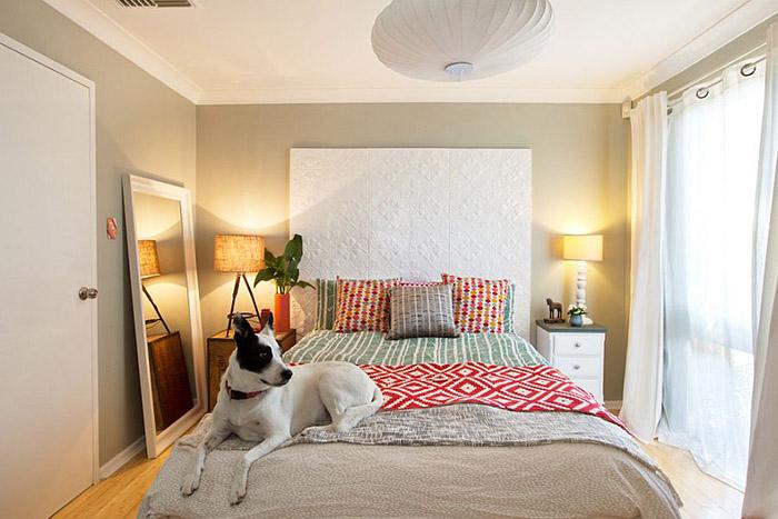 Разные настольные лампы в спальне