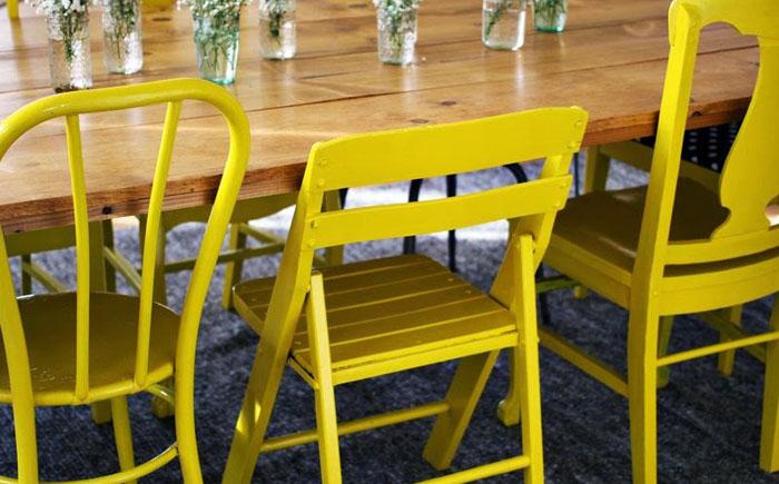 Краски, обои и ткани: как обновить старую мебель