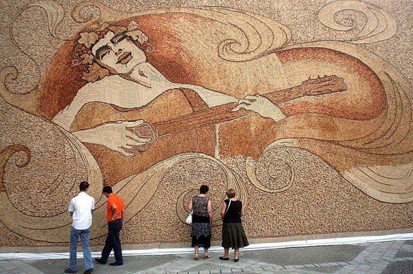 Самая большая мозаика в мире из пробок