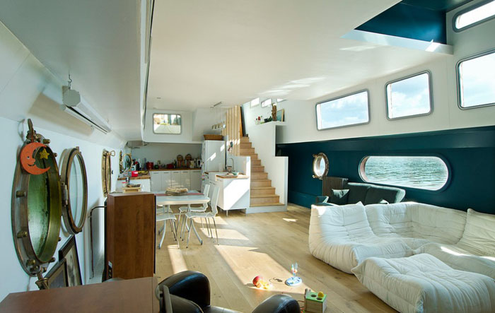 Дом на воде, река Сена, Франция