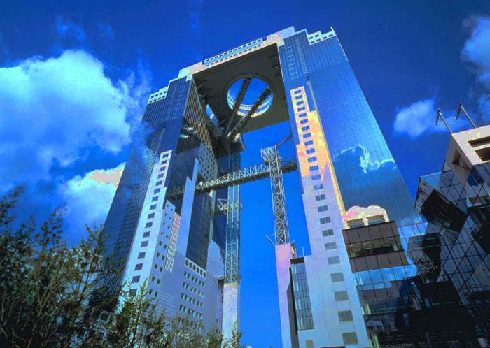 Лифт в высотном комплексе Умеда
