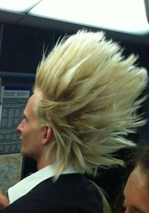 Супер Сайян в метро по дороге на работу