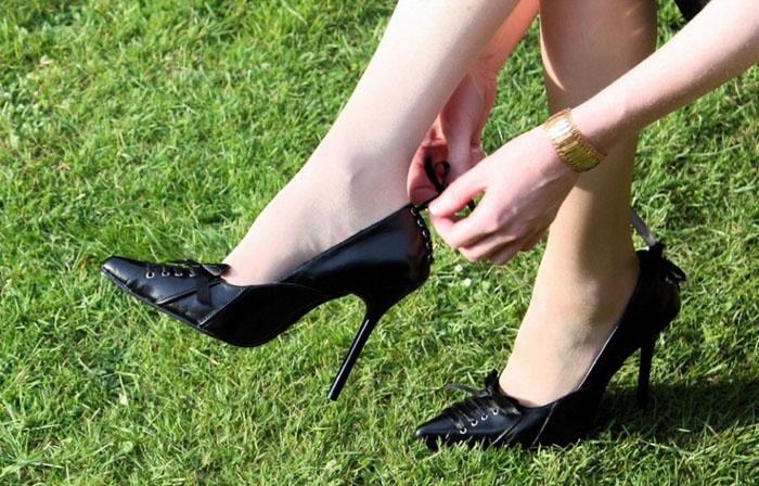 Как разносить тесные туфли