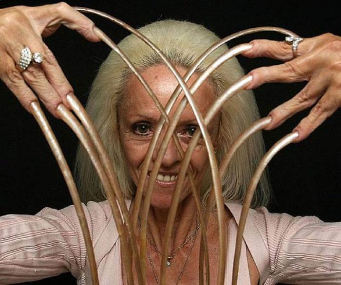 Самые длинные ногти на руках женщины