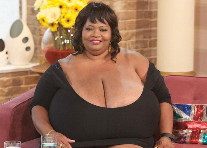 Самая большая натуральная грудь в мире
