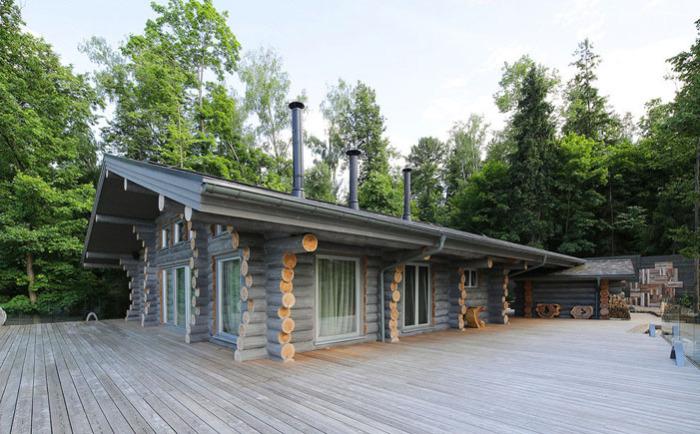 Уютный деревянный коттедж в подмосковных лесах