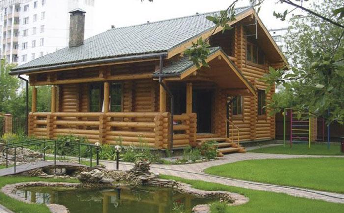 Деревянный дом гармонично впишется и в городской пейзаж