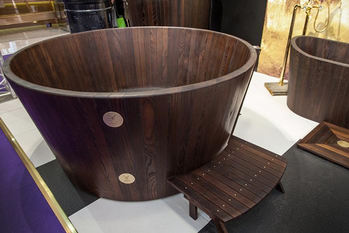 Деревянная ванна от KHIS