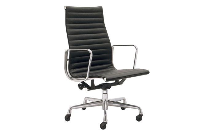 Кресло исполнительного директора группы компаний на алюминиевой основе
