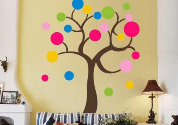 Дерево с круглыми листьями.