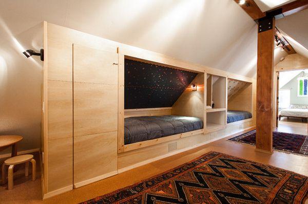 Оригинальная мебель для детской на чердаке