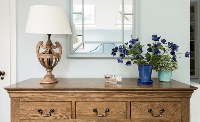 Как из полуподвального помещения сделать просторную и светлую квартиру в викторианском стиле
