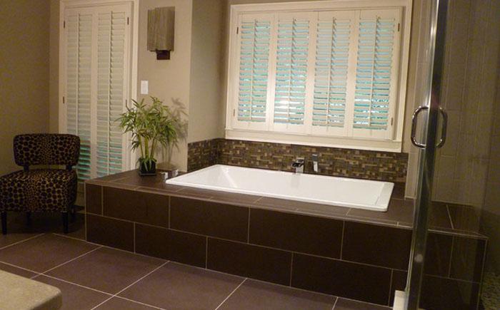Шоколадный пол в ванной