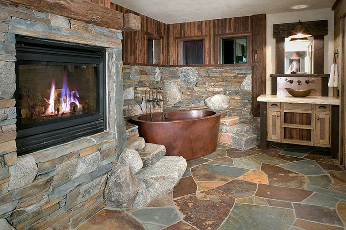 Интерьер ванной от High Camp Home