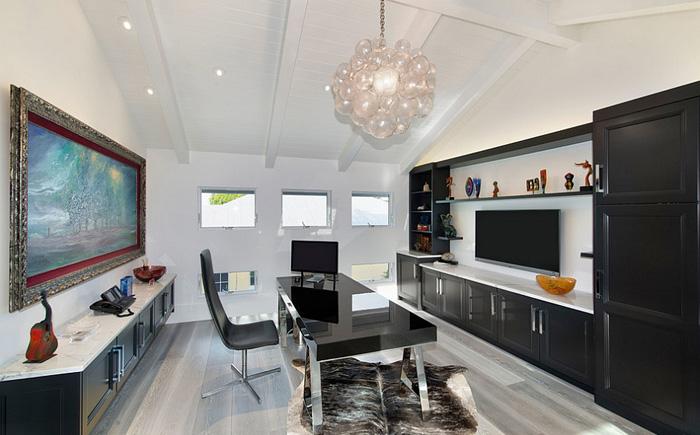 Современный домашний офис в чёрно-белом тоне