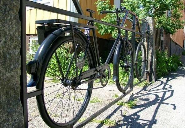 металлические ворота из старого велосипеда