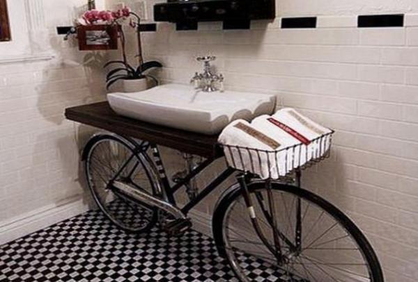 Велосипед органично впишется даже в ванную