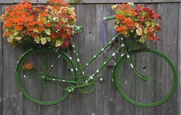 Панно из велосипеда с цветами