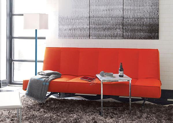 Удобный оранжевый диван