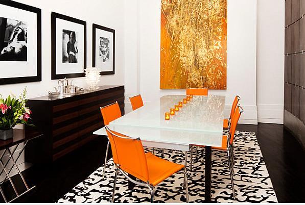 Оранжевые стулья с хромированными ножками