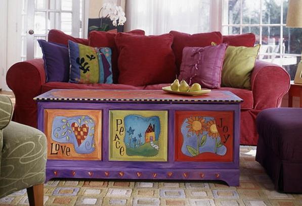 Яркий расписной сундук - настоящее украшение не только для детской