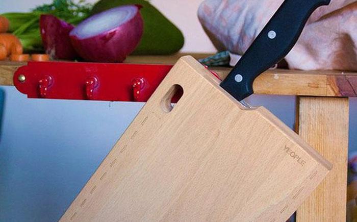 Разделочная доска с ножом внутри