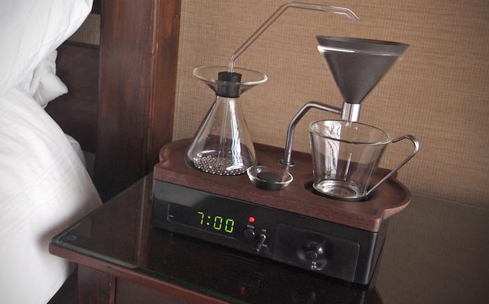 Кофеварка и будильник