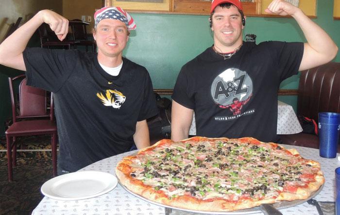 Кафе Schiappa's, Иллинойс: огромная пицца