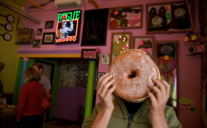 Кафе Voodoo Doughnut, Портленд: пончик Tex-Ass