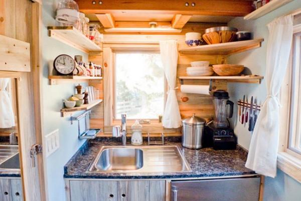 И в крошечной кухне можно найти много места