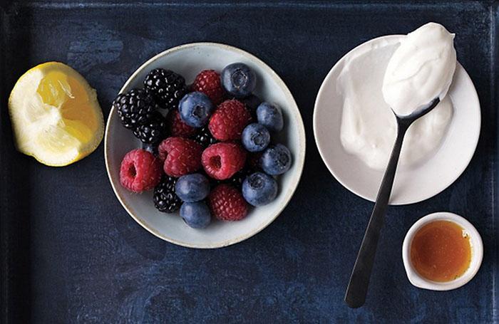 Маска из йогурта и ягод