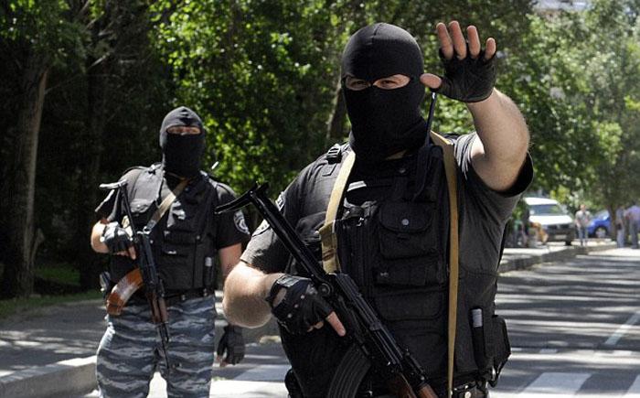 Военнослужащие и полицейские