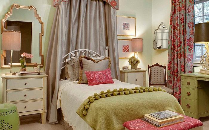 Спальня для девочки с птичьей клеткой в углу